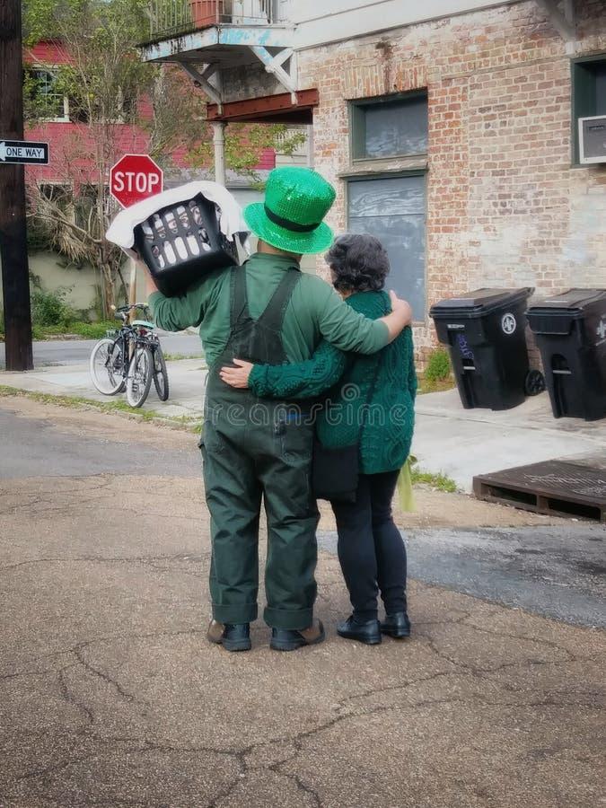 St Patrick& x27; s Dagpaar in New Orleans stock afbeeldingen