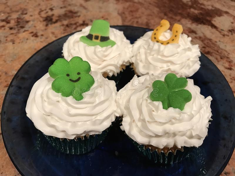 St. Patrick& x27;s Day Cupcakes royalty free stock image