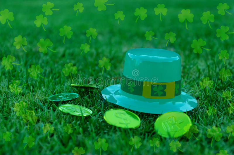 St Patrick S Day Hat And Coins On Grass Royalty Free Stock Image