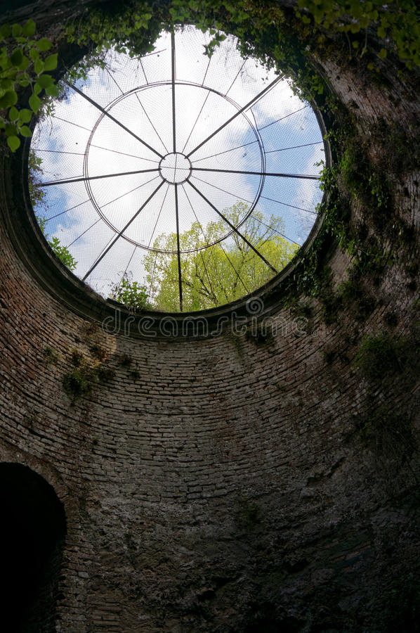 St Patrick Well i Orvieto arkivfoton
