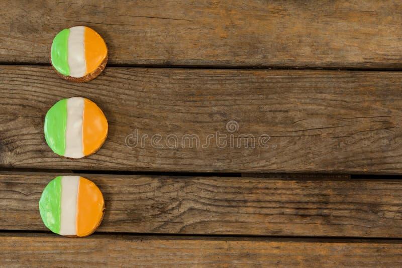 St Patricks Dag drie koekjes met Ierse vlagbovenste laagjes stock afbeeldingen