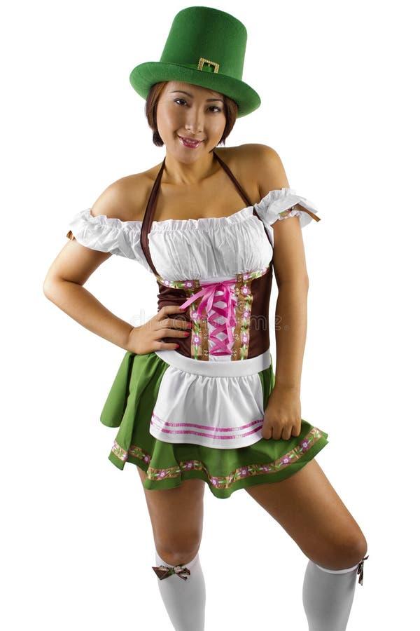 St Patricks dnia kelnerka zdjęcie royalty free