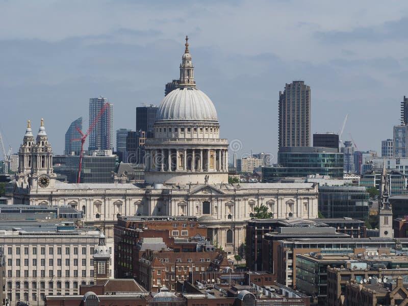 St Paul Cathedral em Londres fotos de stock
