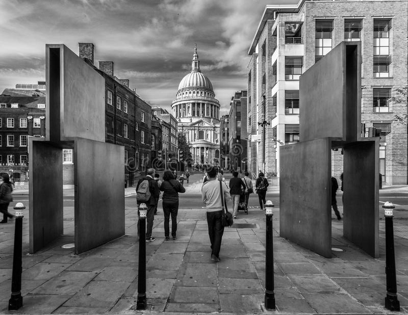 Download St paul cathedral london editorial stock photo. Image of walking - 39508003