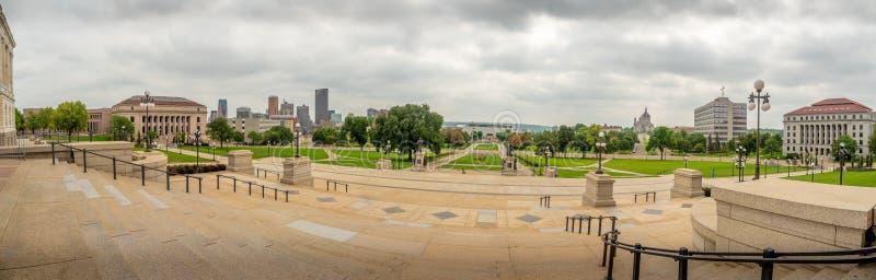 St Paul de het Capitoolbouw van Minnesota van de stadshorizon royalty-vrije stock afbeelding