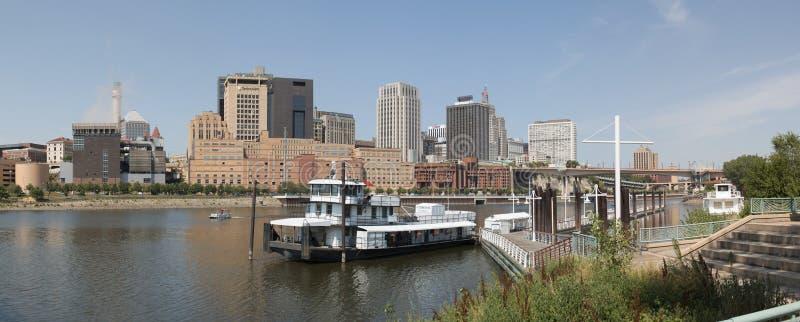 St Paul do centro e o rio Mississípi fotografia de stock royalty free