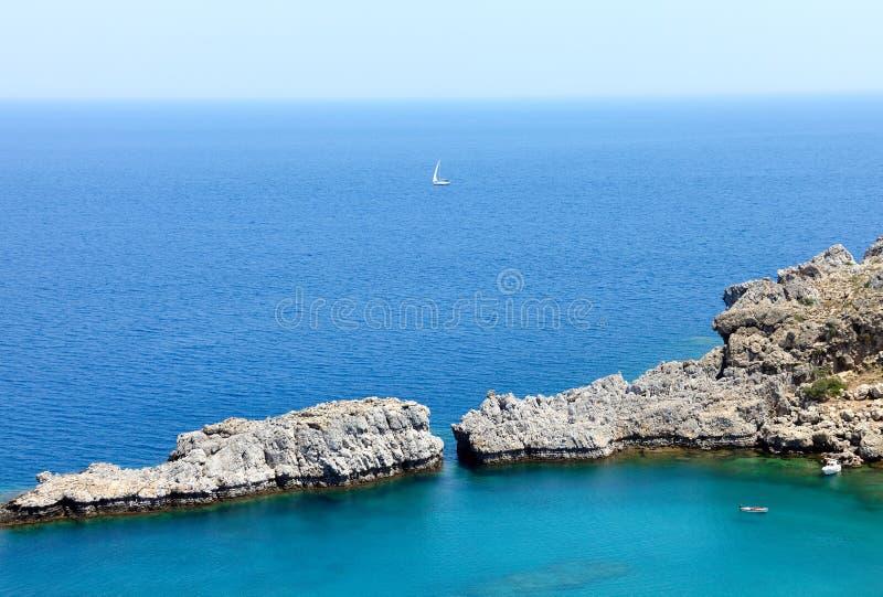 St Paul fjärd nära den Lindos staden, Rhodes ö, Grekland royaltyfri foto