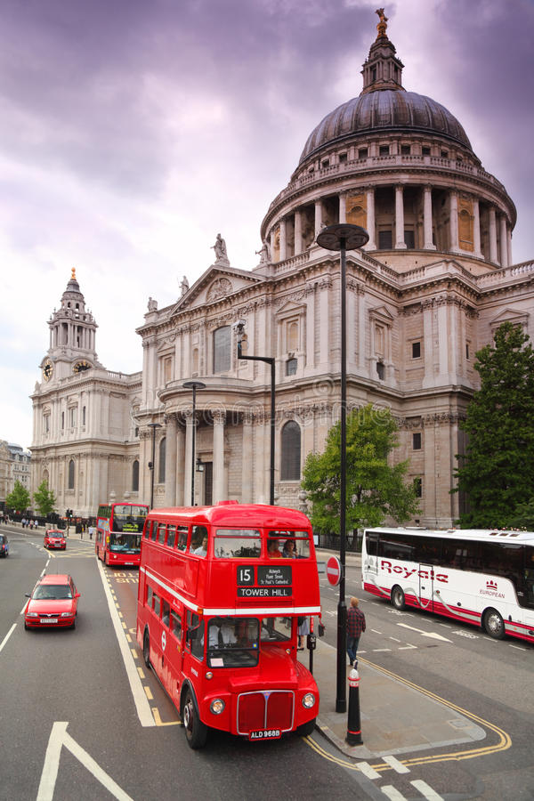 Free St. Paul S Cathedral And Red Double-decker Stock Photos - 17413313
