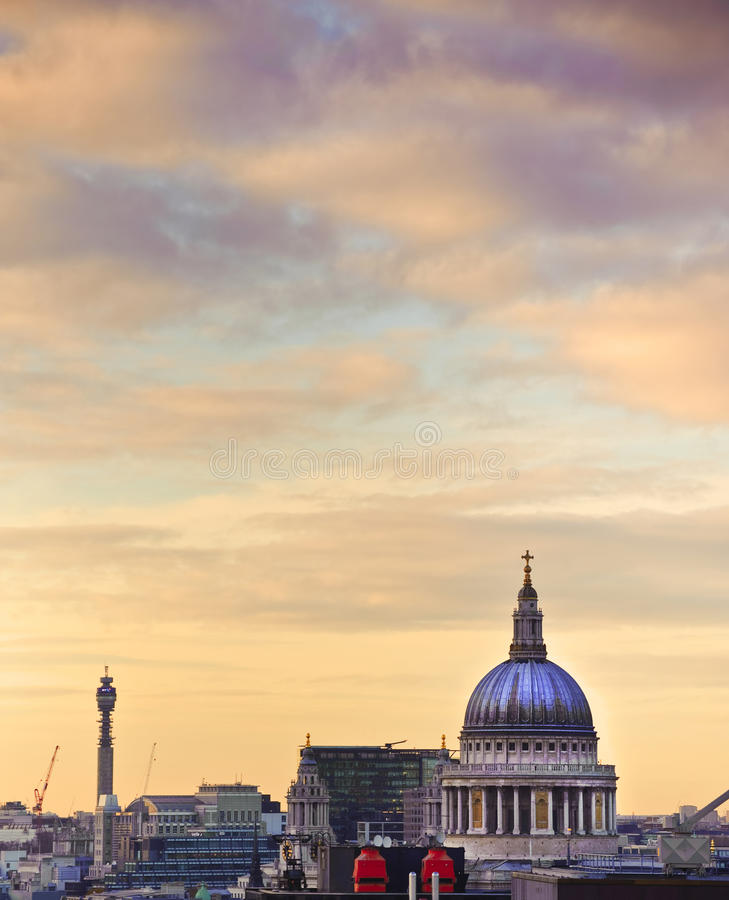 Free St Paul S Cathedral In London At Sunset Stock Photo - 24974340