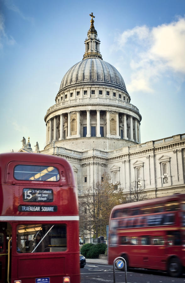St Paul's Cathedral, London. Double deckers passing by front of St Paul's Cathedral stock photo