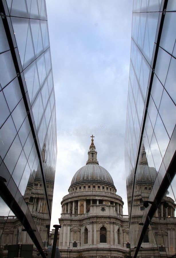 St- Paul` s Kathedrale stockfotos