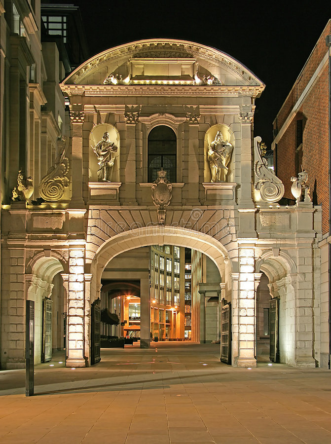 St.Paul vicino portale alla notte 1 fotografia stock libera da diritti