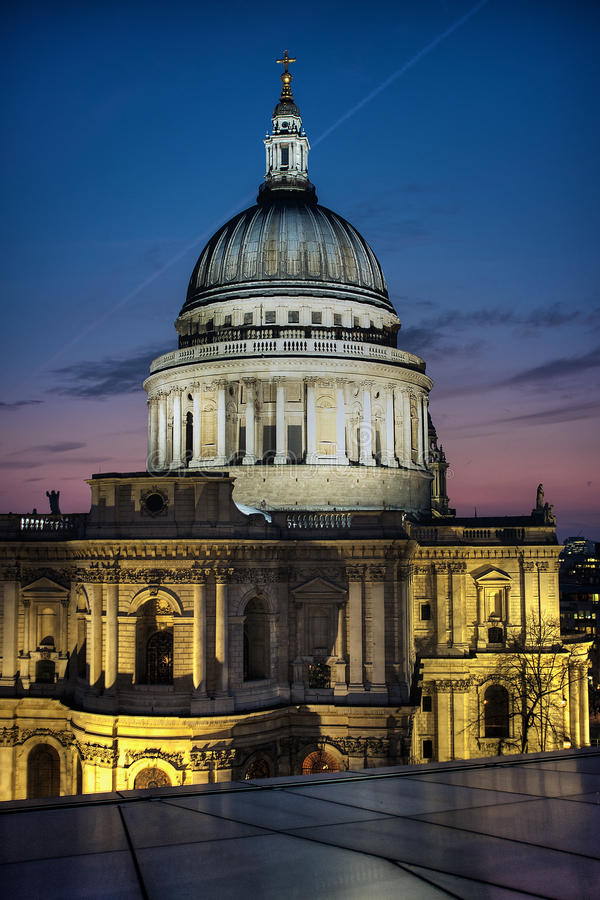 St Pauls Cathedral at dusk royalty free stock photos