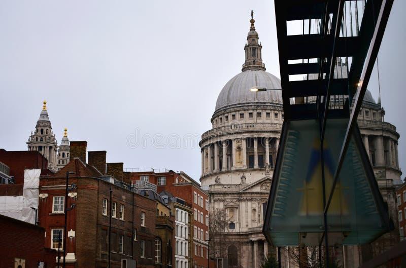St Pauls Cathedral Lato nord dal ponte di millennio Londra, Regno Unito fotografia stock libera da diritti