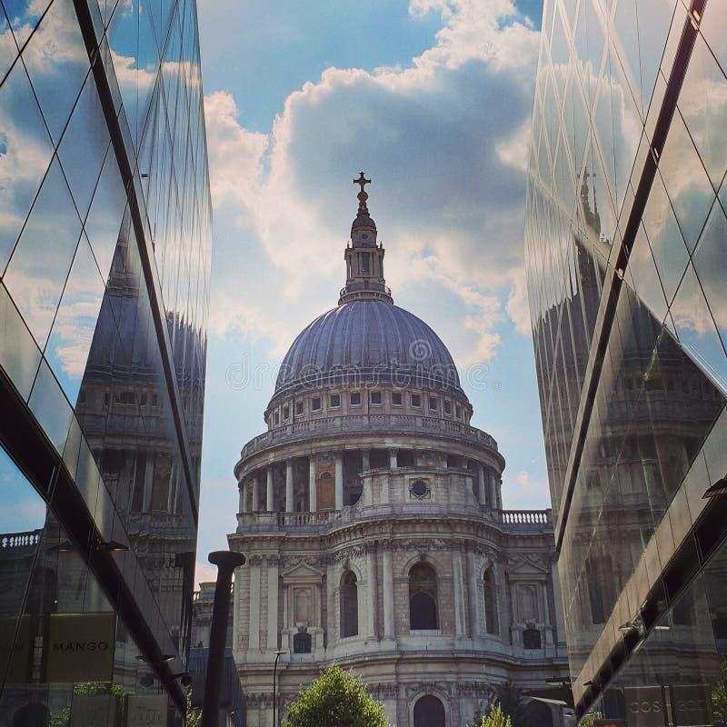 St Pauls kathedraal in Londen stock afbeeldingen
