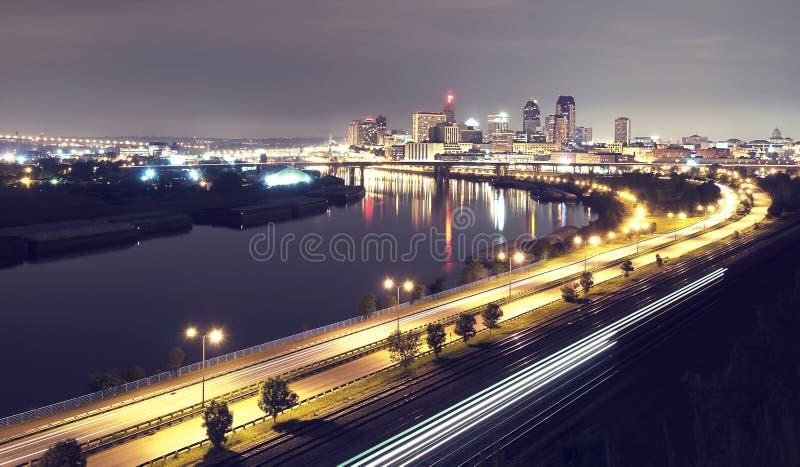 St- PaulSkyline nachts stockbilder