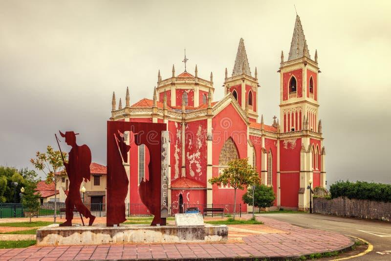 St Peter auf Cobreces-Gemeindekirche, Weise von St James, Kantabrien stockbilder