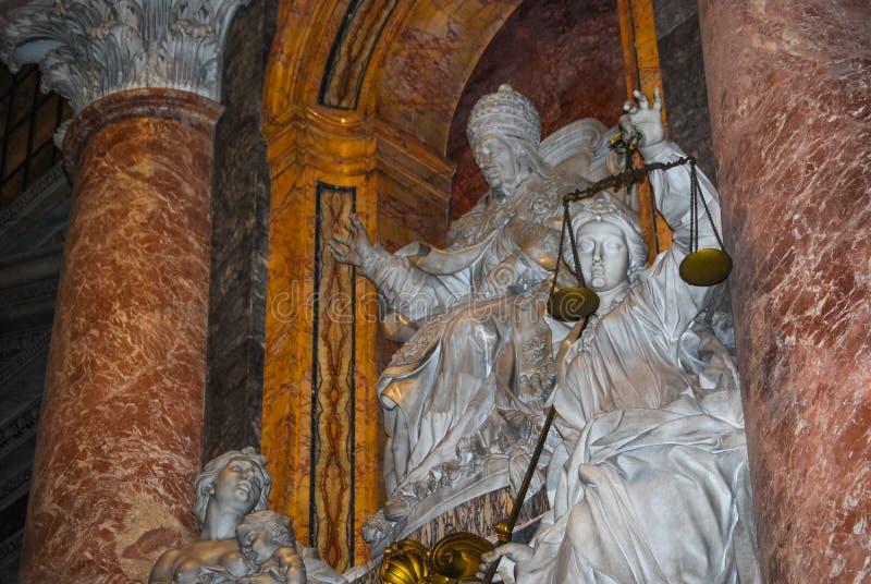 St Peter Basilika in Vatikan - Innenraum der berühmten Kirche lizenzfreies stockfoto