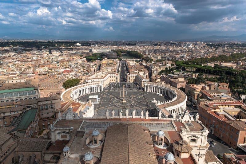 St Peter célèbre et x27 ; s ajustent à Vatican, vue aérienne de la ville Rome, Italie photographie stock