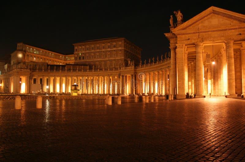 St. Peter de Nacht van de Colonnade stock foto