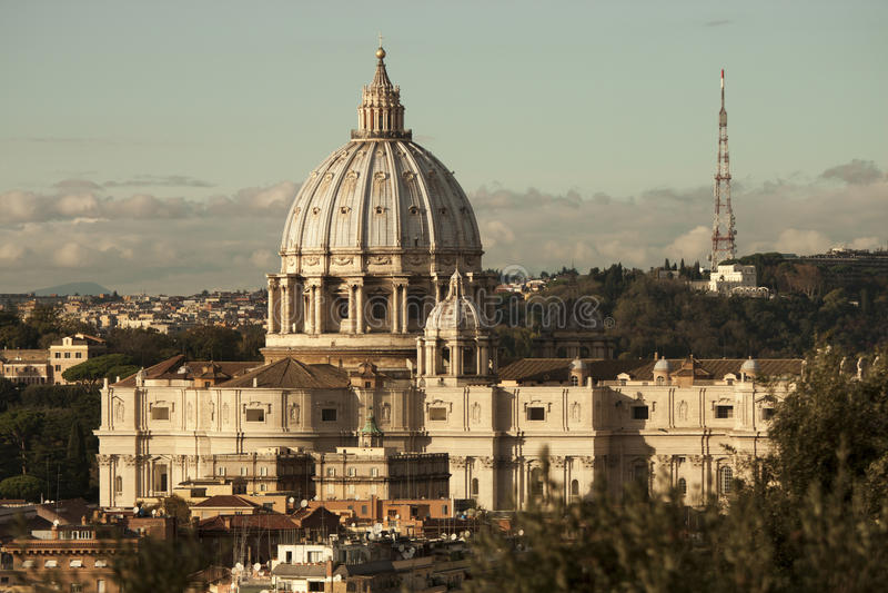 St Peter (de Stad van Vatikaan, Rome - Italië) lucht Aftermoon stock foto