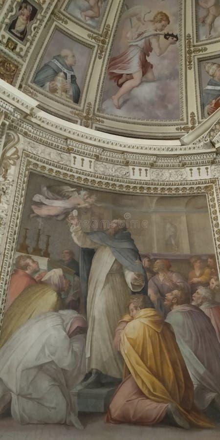St Peter le martyre chasse les diables loin avec le plafond de couloir de musée de Vatican de centre serveur images libres de droits