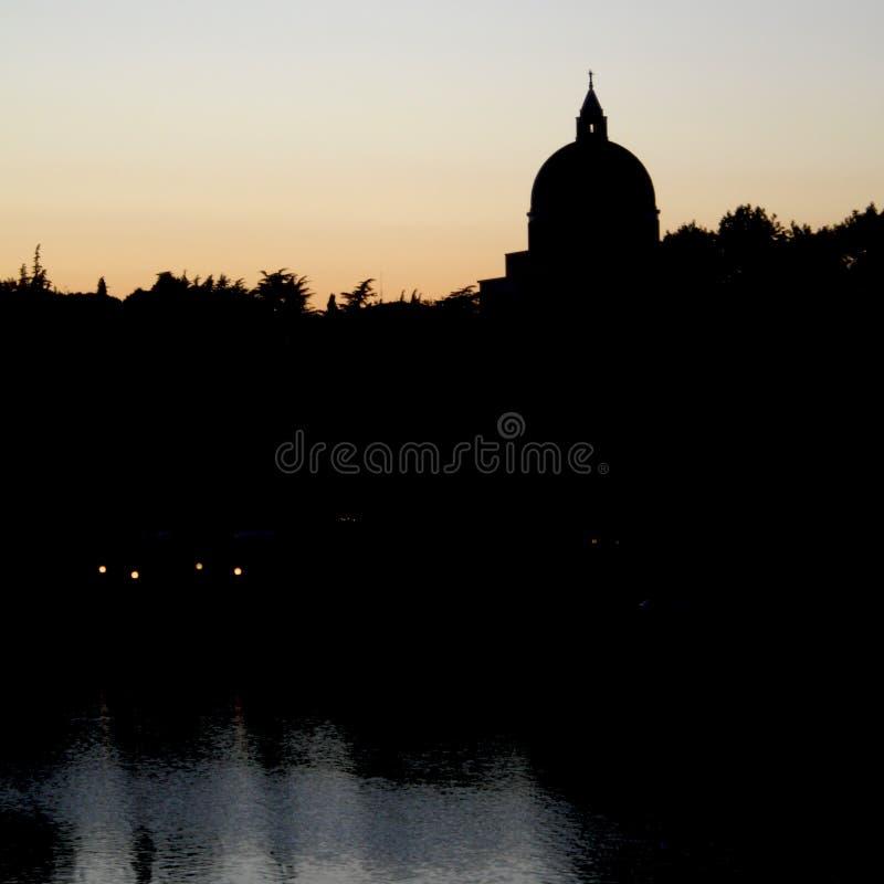 St Peter och Paul Dome Silhouette i Roma Eur royaltyfria bilder