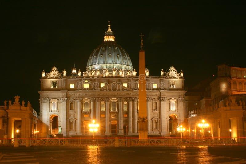 St Peter ` s Basiliek bij Nacht stock fotografie
