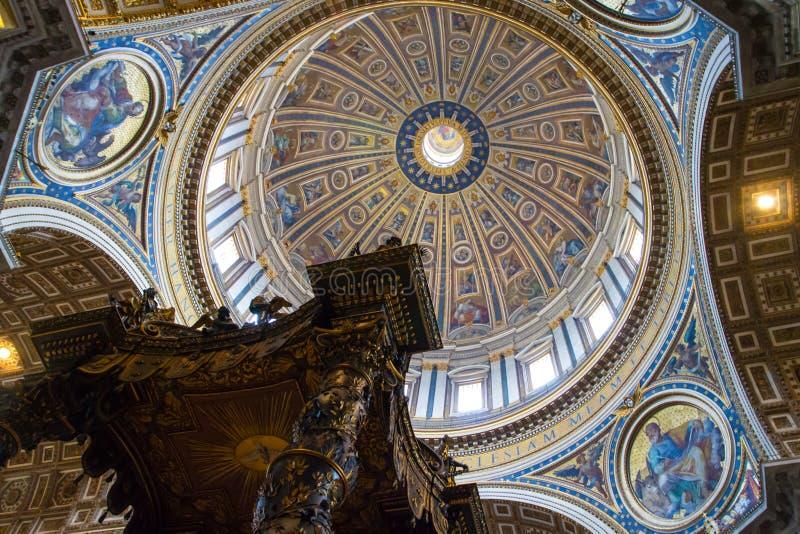 St Peter s Basiliek in Vatikaan royalty-vrije stock fotografie