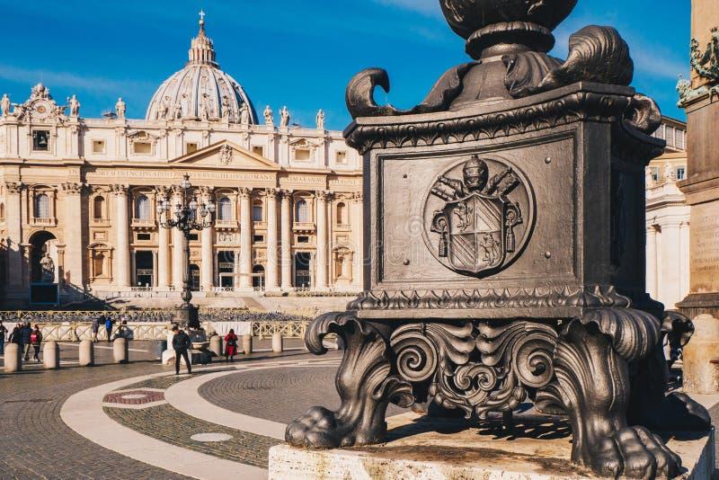 St Peter ` s i świętego Peter ` s bazylika w Watykan Cit kwadratowy obrazy stock