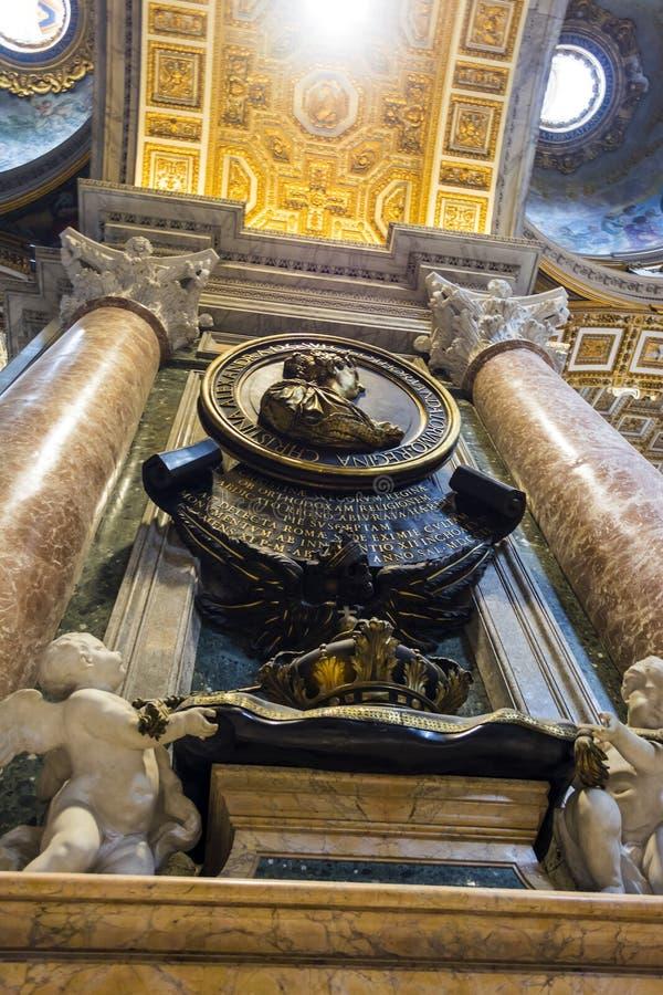 St Peter ` s Kathedraalbinnenland in de stad van Vatikaan, Italië stock fotografie