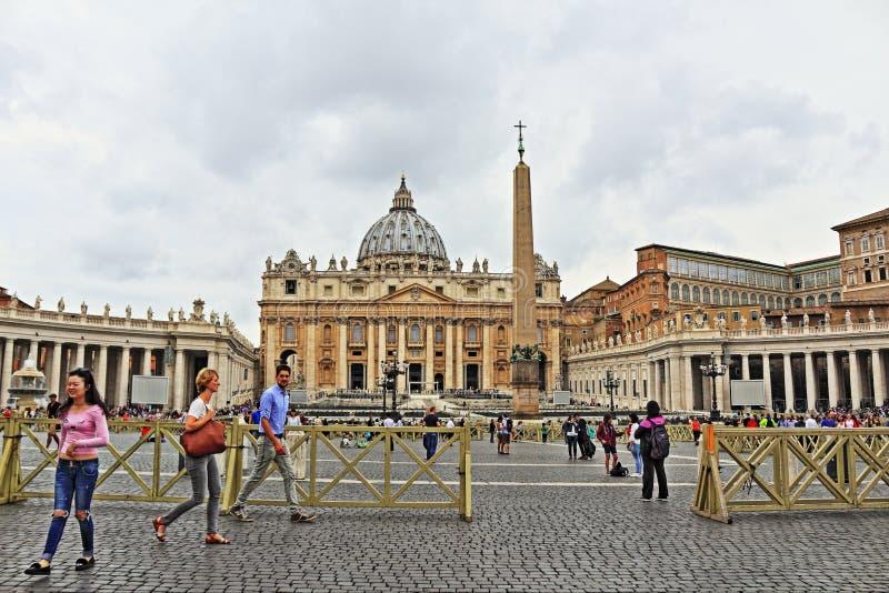 St Peter ` s kwadrata widok Watykan zdjęcie stock
