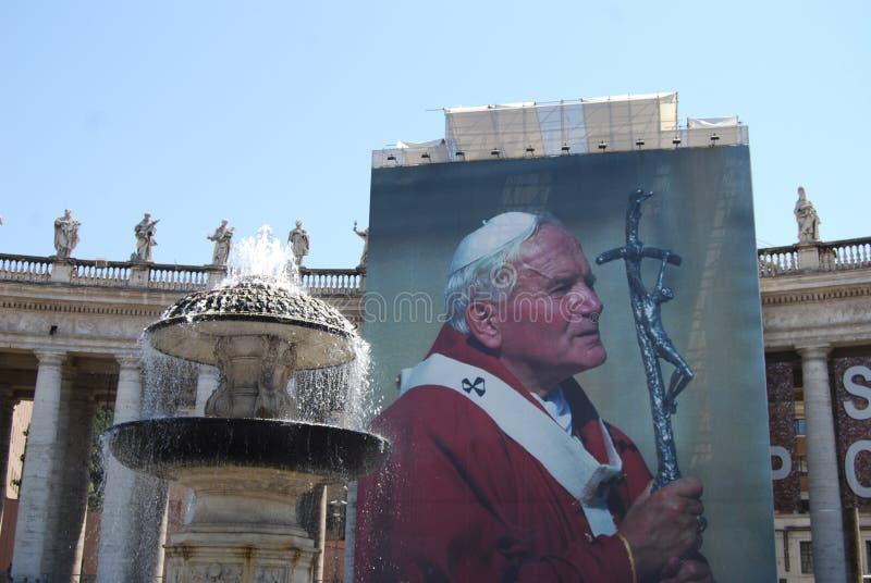 St- Peter` s Quadrat, Rom, St- Peter` s Basilika, Gebäude, Wand, Statue, Monument lizenzfreie stockbilder