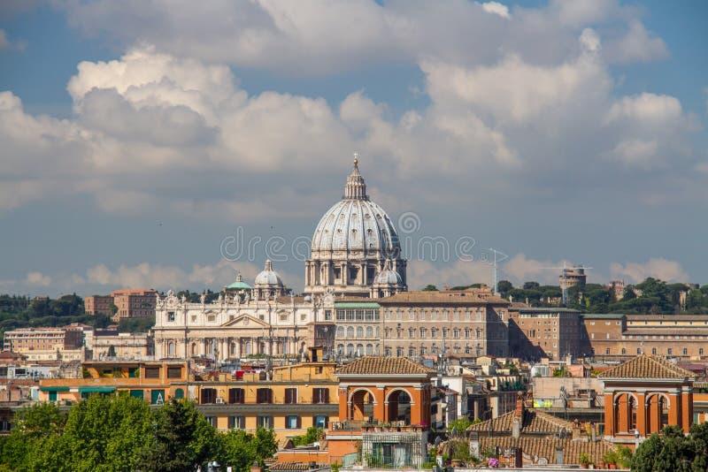 St- Peter` s in Rom stockbild