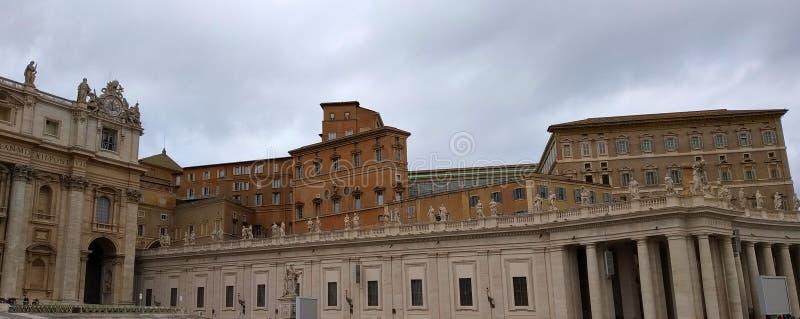 St. Peter Square, Basilika St Peter s, Vatikanstadt lizenzfreie stockbilder