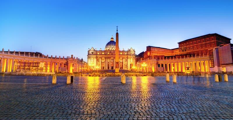 St. Peter vierkante nacht stock foto