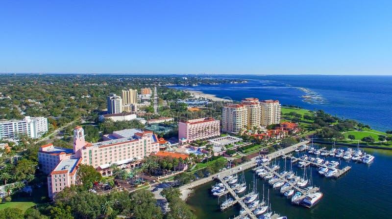 ST. PETERBURG, FL - FEBRUAR 2016: Luftstadtansicht St. Petersbur stockbild