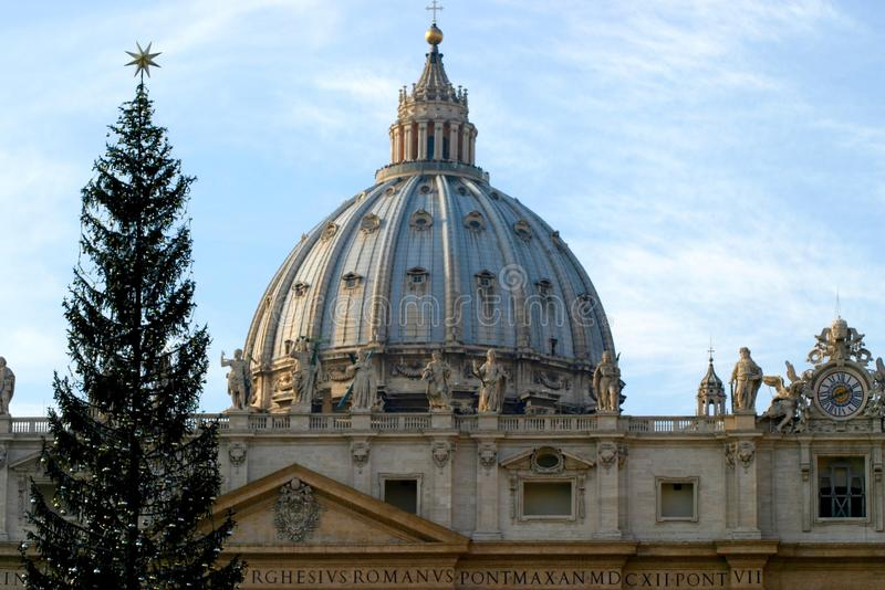 St Peters Basilica At Christmas royalty-vrije stock foto