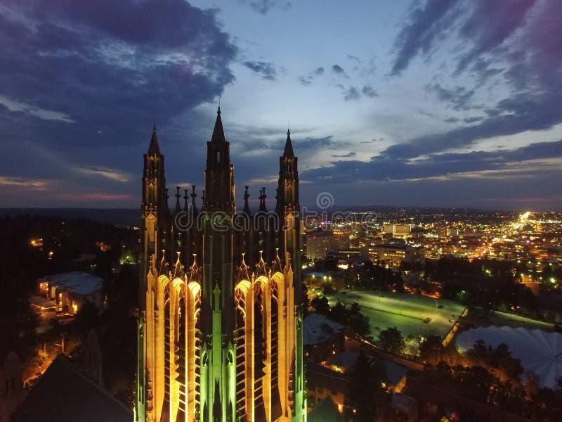 St Peters Cathedral da skyline de Spokane imagem de stock