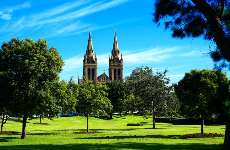 St Peters Cathedral tomado dos Parklands nortes, Adelaide Sou imagens de stock royalty free