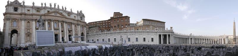 St Peters kwadrat z bazyliką St Peter, swój fontanny i kolumnada i jest mekką dla turystów od światu po całym fotografia royalty free