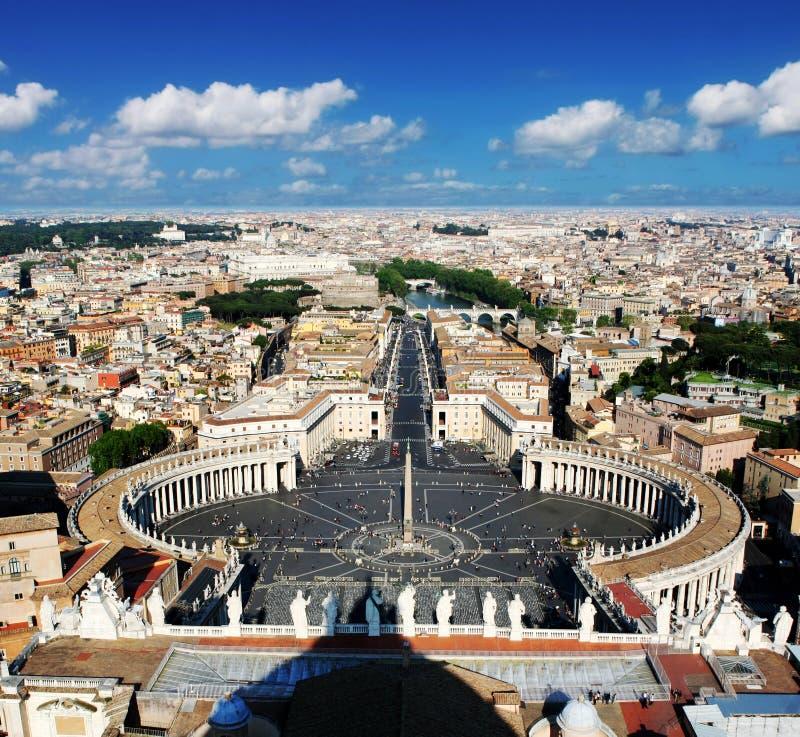 St Peters Square (och Rome) från över arkivfoton