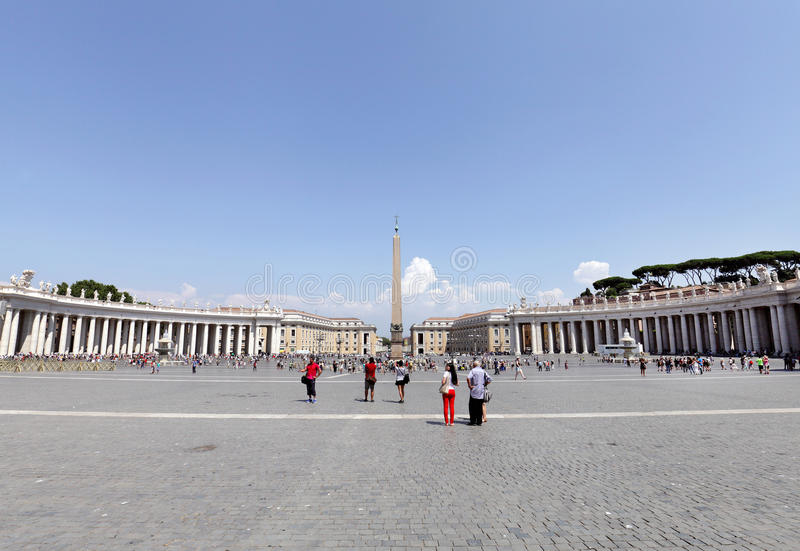 St Peters Square voor St Peters Basilica stock foto's