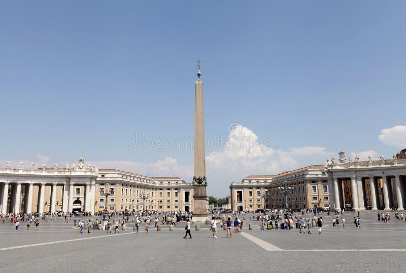 St Peters Square voor St Peters Basilica royalty-vrije stock afbeeldingen