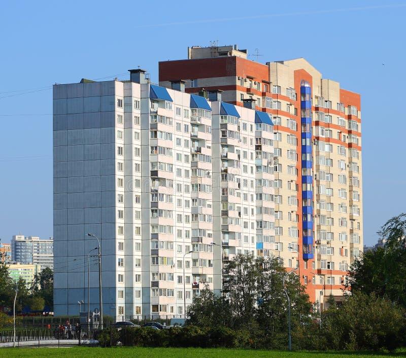 St Petersbourg multifamilial Russie du prospekt 32/1 de Tovarischesky de maison photographie stock
