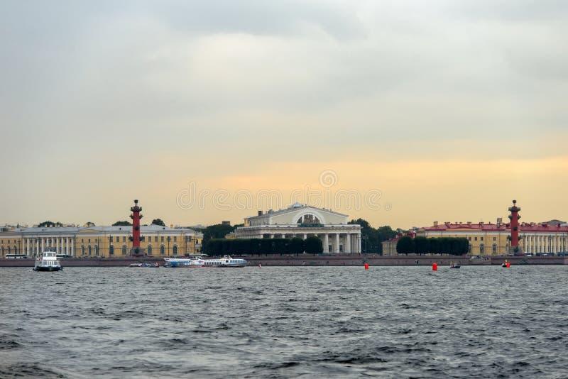 ST PETERSBOURG - points de repère d'île de Vasilievsky image stock