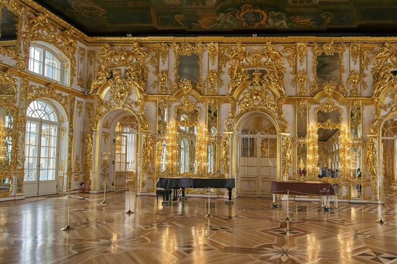 ST PETERSBOURG, RUSSIE - 16 MARS 2019 : salle de bal intérieure, palais de Catherine, Tsarskoye Selo, Pushkin à St Petersburg, photos stock