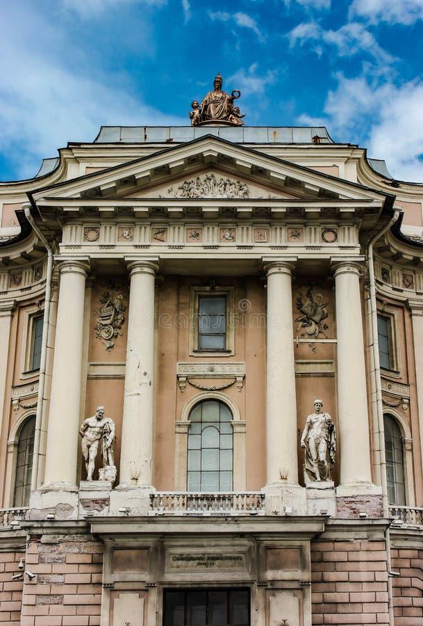 St Petersburg - Akademie von Künsten lizenzfreie stockfotos