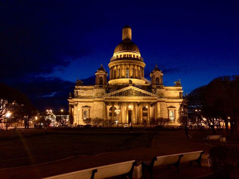 St Petersburg alla notte immagine stock libera da diritti