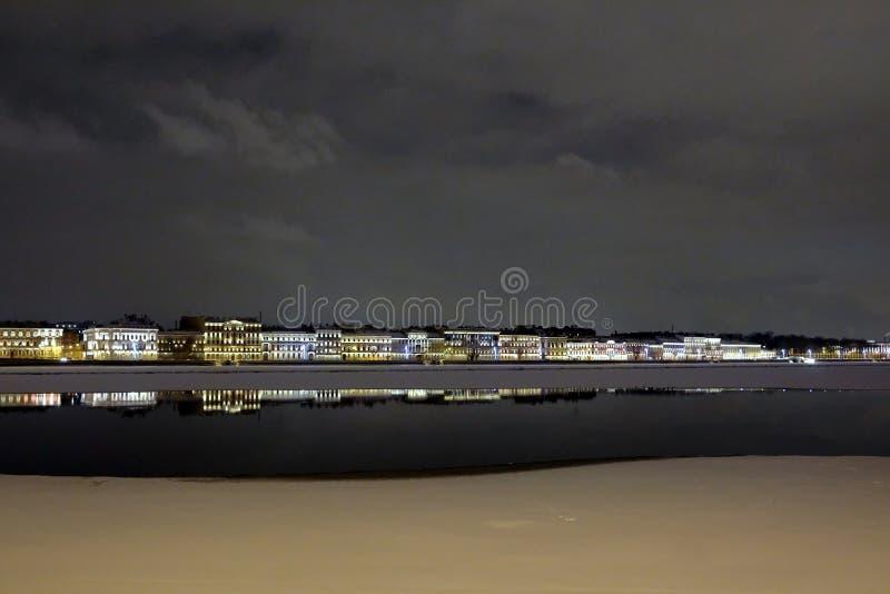 St Petersburg Argine di Neva fotografie stock libere da diritti